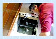 床下の作業写真