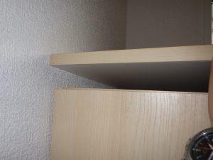 下駄箱の天板固定されていない