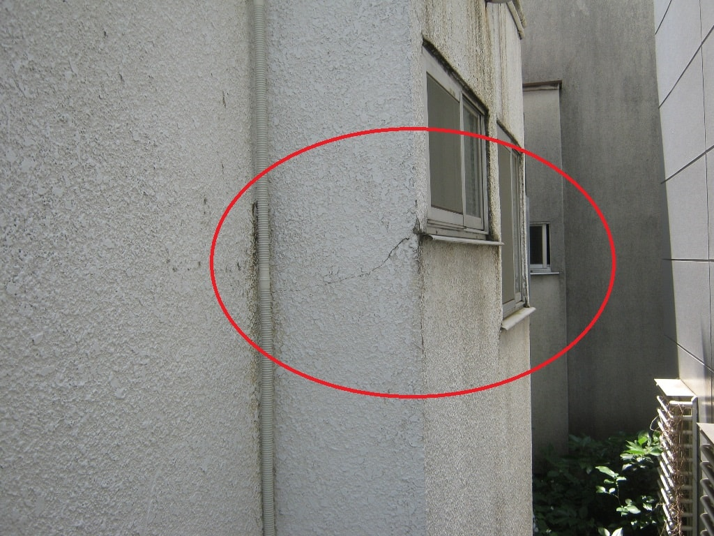 外壁のヒビ