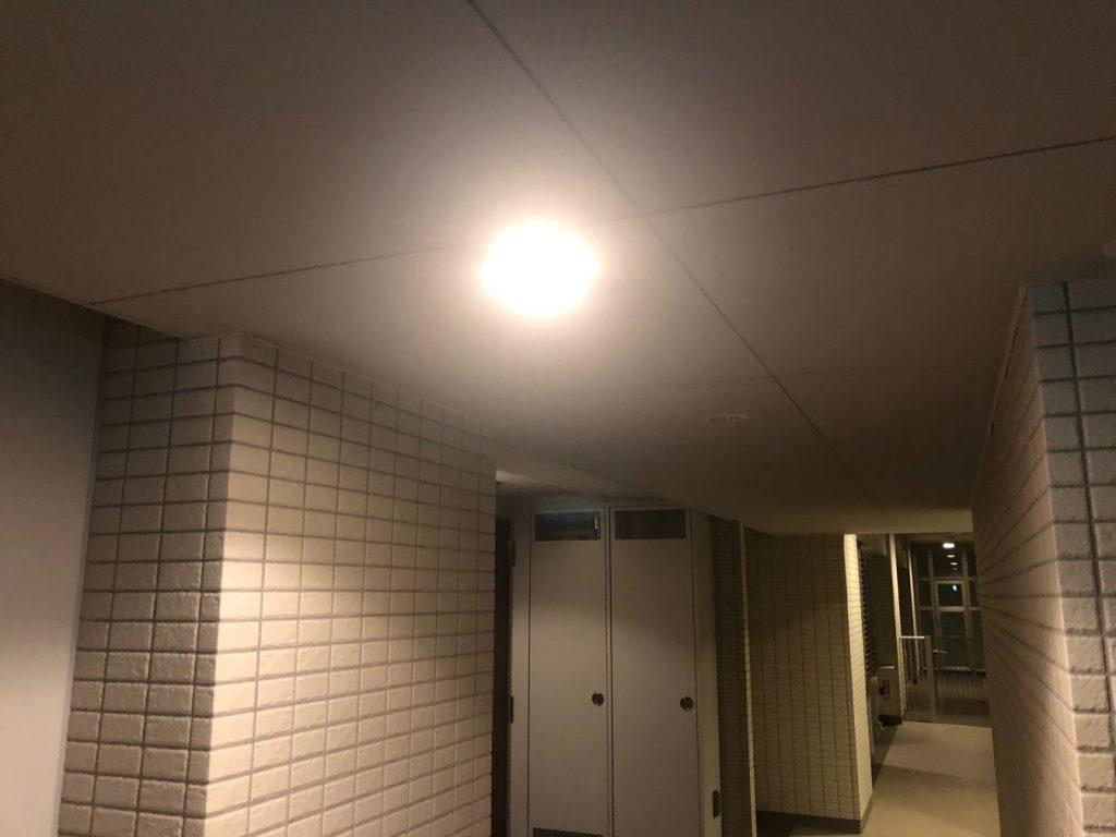 マンション共用廊下の電球切れ