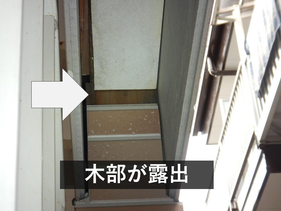 屋外階段に不適な木材が使用されている?