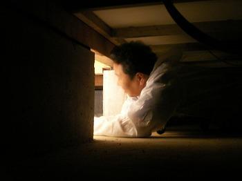 ホームインスペクションで床下を調査